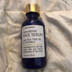 Face Serum/Tea Tree Oil & Vitamin E